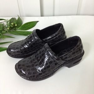 b.o.c. By Born Peggy Black/Gray Textured Clogs